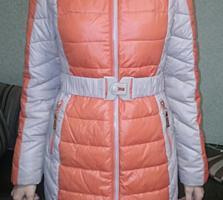 Болоневое двухцветное пальто с вязаным шарфом, зима, на холлофайбере,