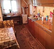 Дом с удобствами и ремонтом в центре Ближнего хутора. Торг уместен.