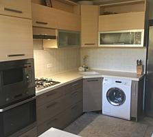 Продам 3 ком. квартиру. ул. Мирон Костин 19/1-2 этаж. 80м2-57000.EВРО