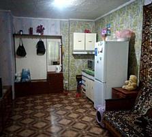 Секция в общежитии р-он 12 школы 4/7 эт. лифт, жилая 10000$