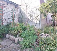Продается часть дома в общем дворе, в центре города.