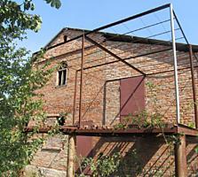 Продается дом в начале Карагаша в дачном поселке недалеко от трассы.