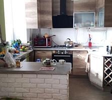 Продается 3-комнатная квартира после капитального ремонта. Сталинка.