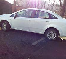 Продам свой автомобиль Fiat Linea 2015 г. Пробег всего 27 т. км
