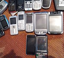 Телефоны кнопочные рабочие и на запчасти.