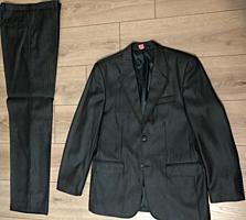 Два костюма и две пары брюк б/у в хорошем состоянии