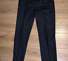 Костюм и две пары брюк б/у в хорошем состоянии