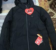 Зимняя куртка, с теплоотражающим внутренним покрытием и с подогревом.