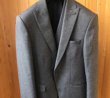 Продам костюм-тройку RENZO MARTINELLI