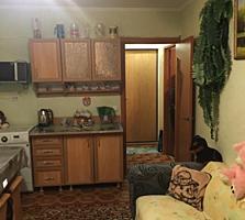 Блок 2 комнаты сквозным и балконом 6м