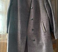 Продаются 2 пальто демисезонные 50-52 разм и 44-46 разм