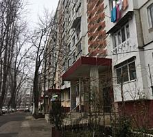 Apartament cu 3 camere separate. Seria MC. 72 m2, de mijloc. Zadnipru.