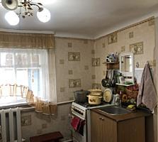 Полдома в центре города с гаражом, 2 комнаты и кухня отдельный двор