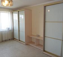 Центр. 3-комнатная с ремонтом мебелью и техникой. 70 кв. м. 6 этаж.