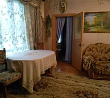 Дом продаю в гор. Единцы ул Гагарина 16 (S= 270 m2 все условия)
