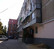 Smart apartament la et. 2 pe prima linia! Vis-a-vis de Linella!!