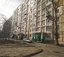 Vind apartament cu 4 odăi cu reparație buna pe str. Mircea cel Bătrân!