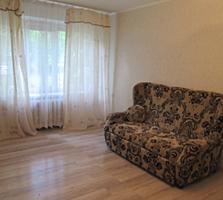 М. Басараб, 1/5этаж, котелец, середина, лоджия с кухни, свободная.