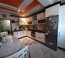 Apartament cu 2 camere de vânzare, renovat, cu vecini prietenoși și ..