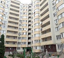 Apartament cu 3 camere de vânzare, renovat, cu vecini prietenoși și ..