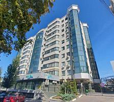 Se vinde Penthouse cu 4 odai + living amplasat în sectorul Centru. ...