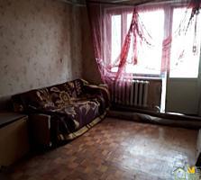 4 odăi, de mijloc, etaj 3, in Maximovca