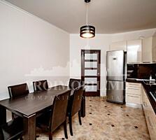 Propunem un apartament spațios cu 2 camere+living. Este amplasat în .
