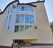 Complexul este de tip inchis, are 3 scari a cate 4 apartamente pe ...