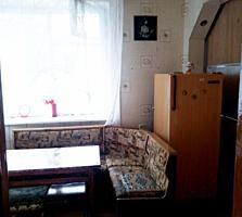 Борисовка, Двушка с косметическим ремонтом на 1 этаже, лоджия 6 м
