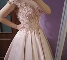 Продам платье из королевского атласа