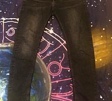Продам джинсы новые, slim.