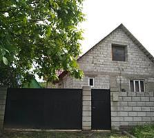 Срочно продаются два дома.