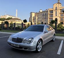 Mercedes-Benz W211 (Usauto)