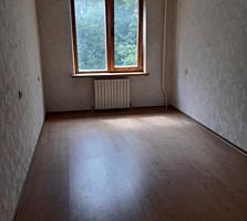 Продам двухкомнатную квартиру на Рышкановке