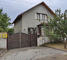 Продается большой 2-х этажный дом 5 комнат, площадью 133 кв. м. Автоно