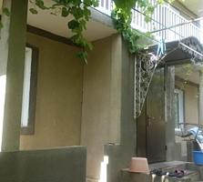 2-этажный дом, летняя кухня, 2 гаража. 7 соток. Недорого.