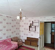Продается большая 1- комнатная квартира 36 кв. м. в котельцовом доме.