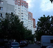 Apartament cu trei odăi la Buiucani pe strada Liviu Deleanu.