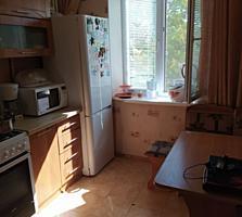 Срочно продается 2-комнатная квартира частично с мебелью!!!