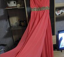 Новое шикарное платье (размер 40)