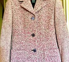2 элегантных женских офисных пиджака и офисная блузка