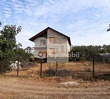 Vă propunem spre vânzare casă nefinalizată de tip vilă localizată ...