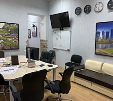 Центр, 2-комнатная квартира с ремонтом (под офис, магазин, салон)