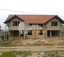 Se oferă spre vânzare casă de tip duplex, amplasată reușit în ...