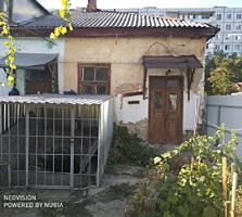 Продам 2-х ком. кв. на земле Центр г. Бендеры под ремонт.