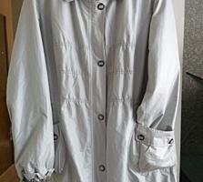 Продаю женскую куртку-плащ фирма PLIST.. Брюки под кожу новые.