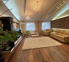 Продается двухуровневая квартира в Центре+гараж