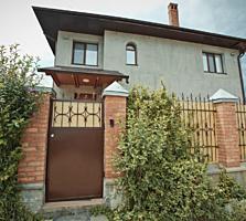 Se ofera spre vinzare o casa confortabilă in 2 nivele, complet ...