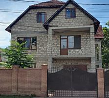 Se vinde casa in 2 nivele + mansarda in sectorul Buiucani. Imobilul ..
