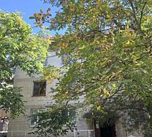 Se vinde apartament cu 2 odai in sectorul Durlesti str. Cartusa. ...